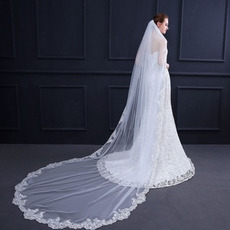 Eleganter Spitzenapplikationsschleier mit Kamm 3 Meter langer Brautschleier