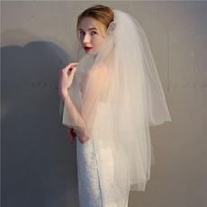 Kurzer doppelschichtiger flauschiger Schleier aus weißem Elfenbein mit Kamm-Brautschleier