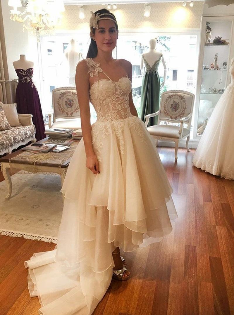Spitze Brautkleider personalisieren Ihren großen Tag